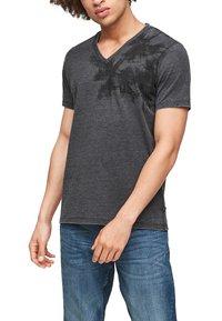 Q/S designed by - ÉTROIT - T-Shirt print - dark grey - 5