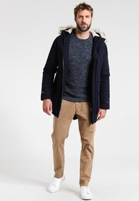 Selected Homme - SHXNEWVINCEBUBBLE CREW NECK - Trui - dark sapphire/twisted blue mirag - 1