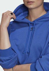 adidas Originals - HOODIE - Mikina skapucí - bold blue - 4