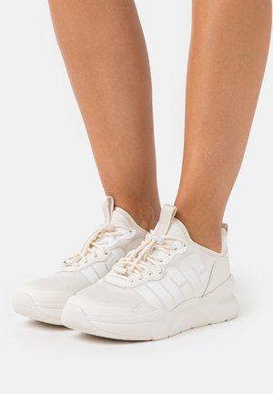 LA DAZE - Zapatillas - jasmine/white