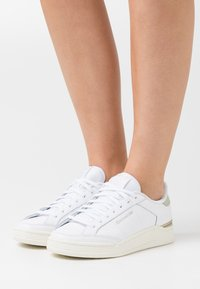 Reebok Classic - COURT - Zapatillas - footwear white/grey/chalk - 0