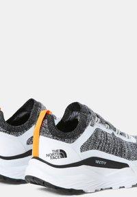 The North Face - W VECTIV ESCAPE - Hiking shoes - tnf white tnf black - 3