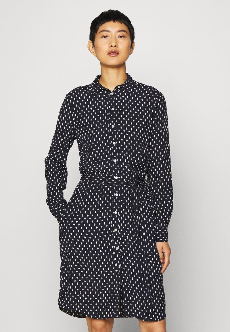 GANT - DESERT JEWEL PRINT DRESS - Košilové šaty - evening blue
