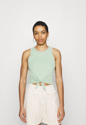 CROPPED TIE FRONT TANK - Top - kenya green