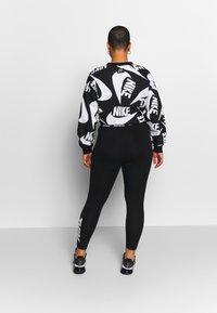 Nike Sportswear - CLUB - Leggings - black/white - 2