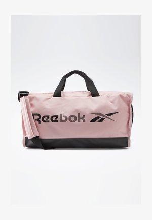TRAINING ESSENTIALS GRIP BAG MEDIUM - Bolsa de deporte - pink