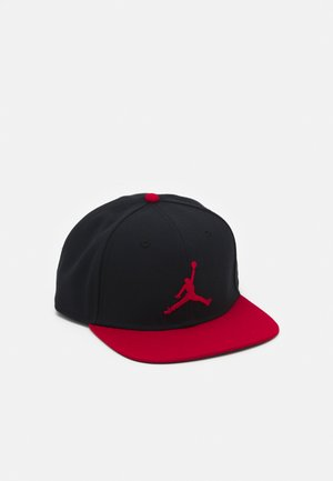 PRO JUMPMAN SNAPBACK - Caps - black/gym red
