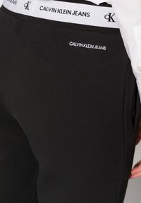 Calvin Klein Jeans - TRACK PANT - Træningsbukser - black - 4