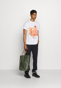 Fiorucci - CHERUB AND ROSES TEE - T-shirt con stampa - white - 1