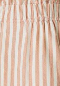 ONLY - ONLJOLLA - Shorts - peach melba/cloud dancer - 4
