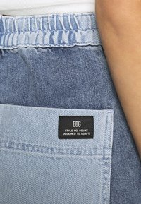 BDG Urban Outfitters - SKATE PATCHWORK - Jeans relaxed fit - blue - 3