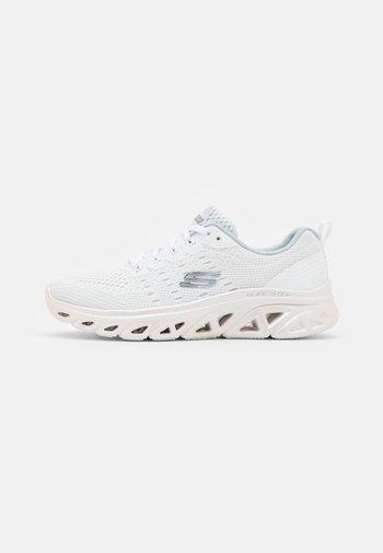 GLIDE STEP SPORT - Joggesko - white/silver