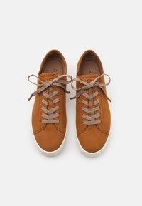 Tamaris GreenStep - Sneakers basse - walnut - 5