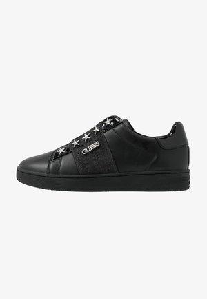 RUSH - Nazouvací boty - black