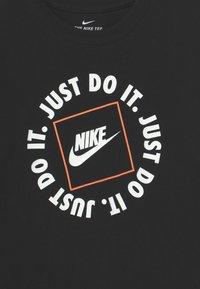 Nike Sportswear - Print T-shirt - black - 2