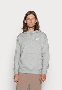 Nike Sportswear - CLUB HOODIE - Bluza z kapturem - grey heather/matte silver/white - 0