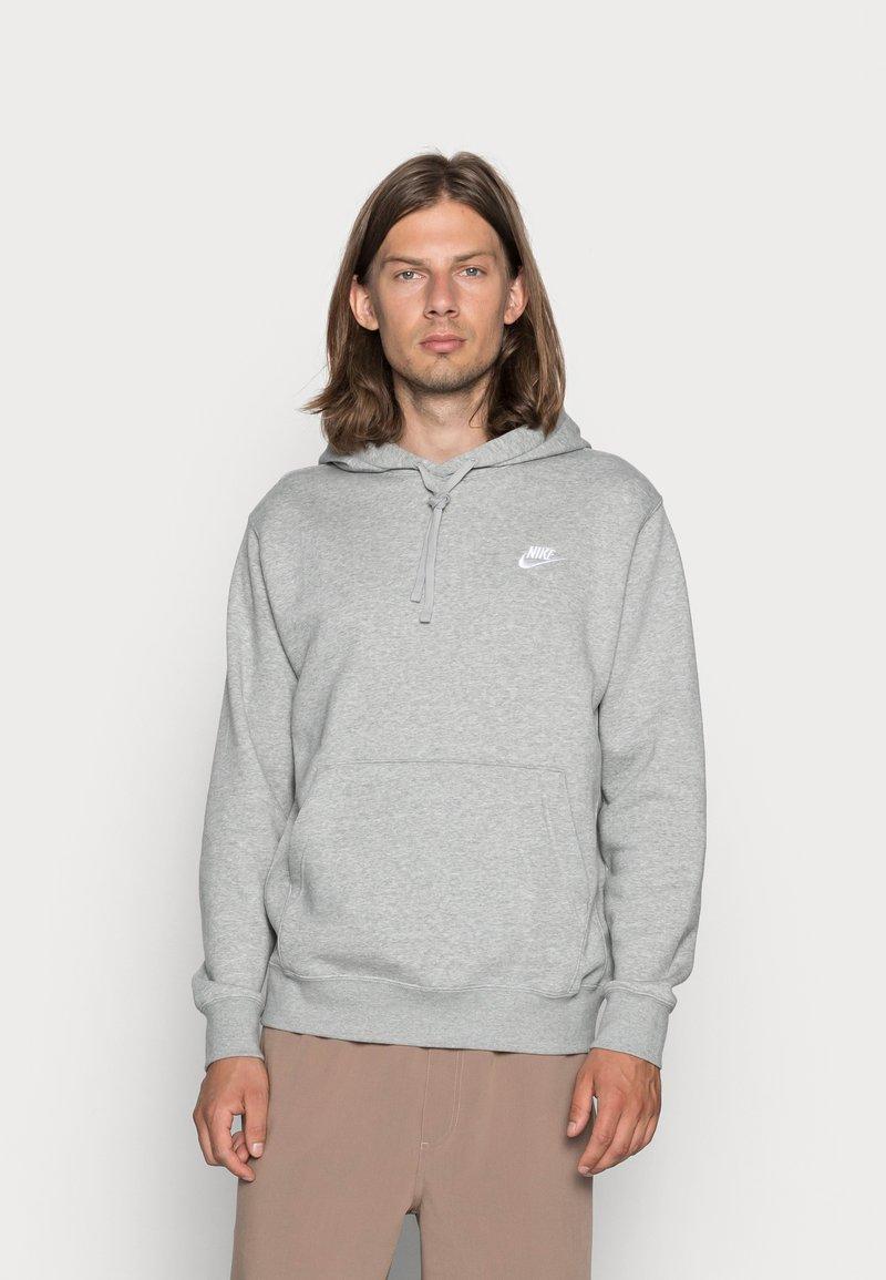 Nike Sportswear - CLUB HOODIE - Bluza z kapturem - grey heather/matte silver/white