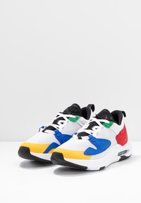 Jordan - AIR CADENCE - Trainers - white/game royal/black/gym red/pine green