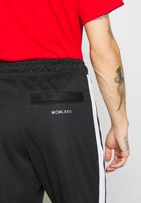 Nike Sportswear - Spodnie treningowe - black/white - 3