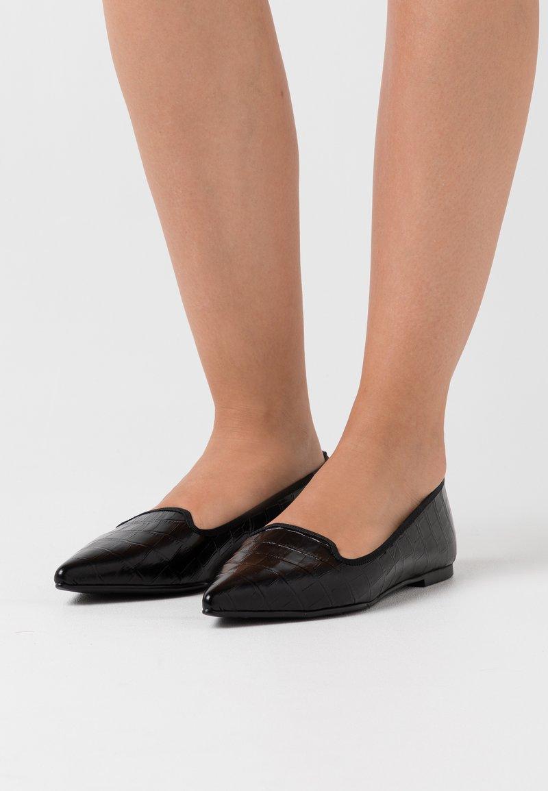 Pretty Ballerinas - TEMPO - Instappers - black