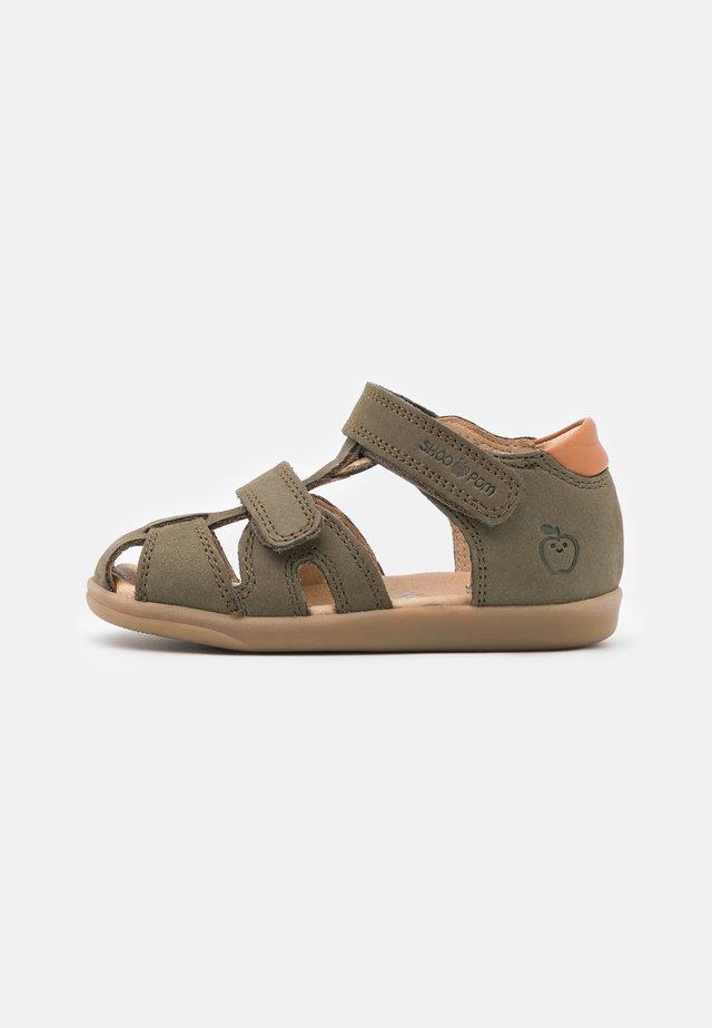 PIKA SCRATCH - Chaussures premiers pas - kaki/wood