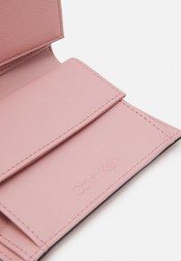 Calvin Klein - TRIFOLD - Peněženka - pink - 3