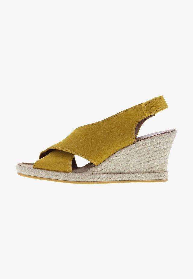 Sandalen met sleehak - gelb