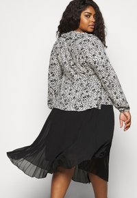 CAPSULE by Simply Be - FRILL BLOUSE - Button-down blouse - black/white - 4