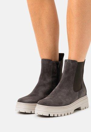 Kotníkové boty na platformě - pepper/dust