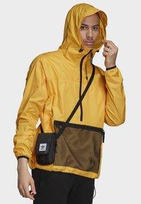 adidas Originals - ADVENTURE ANORAK - Windbreaker - gold - 3