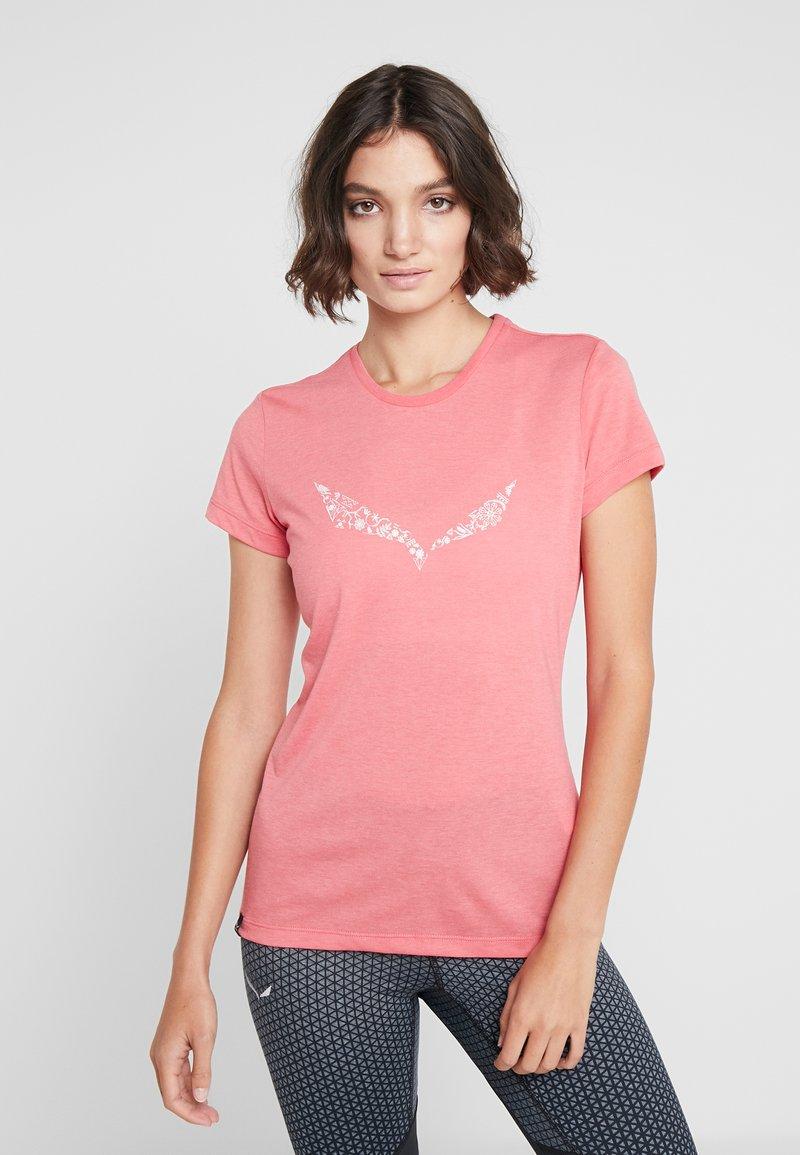 Salewa - SOLID TEE - Print T-shirt - rouge red melange