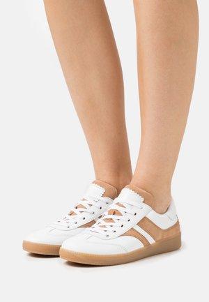 Sneakers laag - weiss/caramel