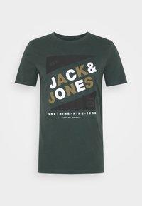 Jack & Jones - JCODEFENDER TEE CREW NECK - Print T-shirt - darkest spruce - 3