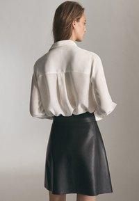 Massimo Dutti - MIT REIẞVERSCHLUSS  - Leather skirt - black - 1