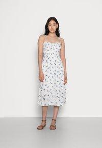 Abercrombie & Fitch - SMOCKED BODICE MIDI DRESS - Vestito estivo - white floral - 0