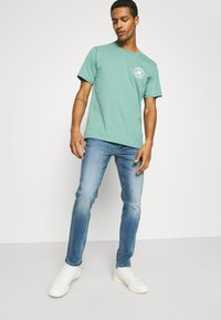 American Eagle - WASH - Jeans Slim Fit - faded light - 2