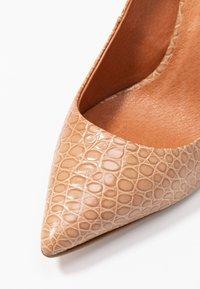 L'INTERVALLE - TEEVA - High heels - yango lajara - 2