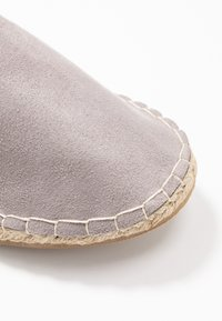 Dorothy Perkins Wide Fit - Loafers - grey - 2