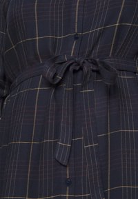 MY TRUE ME TOM TAILOR - BELTED CHECKED DRESS - Shirt dress - navy gipsy/camel - 6