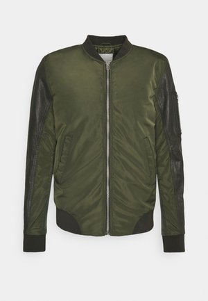 CASH BOMBER - Giubbotto Bomber - leaf green