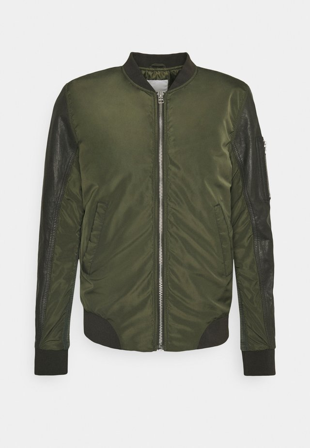 CASH BOMBER - Bomber bunda - leaf green