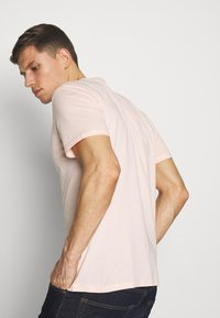 Pier One - T-shirt med print - pink - 2