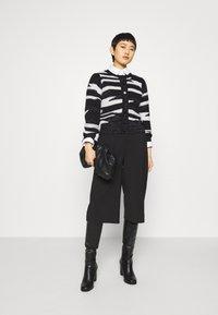 Liu Jo Jeans - MAGLIA CHIUSA  - Cardigan - black/white - 1