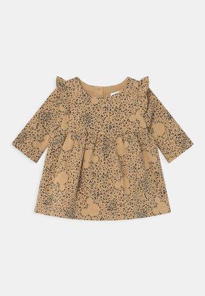 DRESS SET - Vestido informal - calm camel