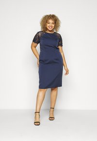 Chi Chi London Curvy - ARMILLA DRESS - Robe de soirée - navy - 0