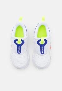 Nike Sportswear - AIR MAX BOLT UNISEX - Zapatillas - white/bright crimson/volt/indigo burst - 3