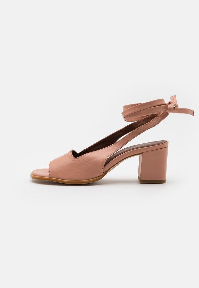 LILLE - Klassieke pumps - pinks