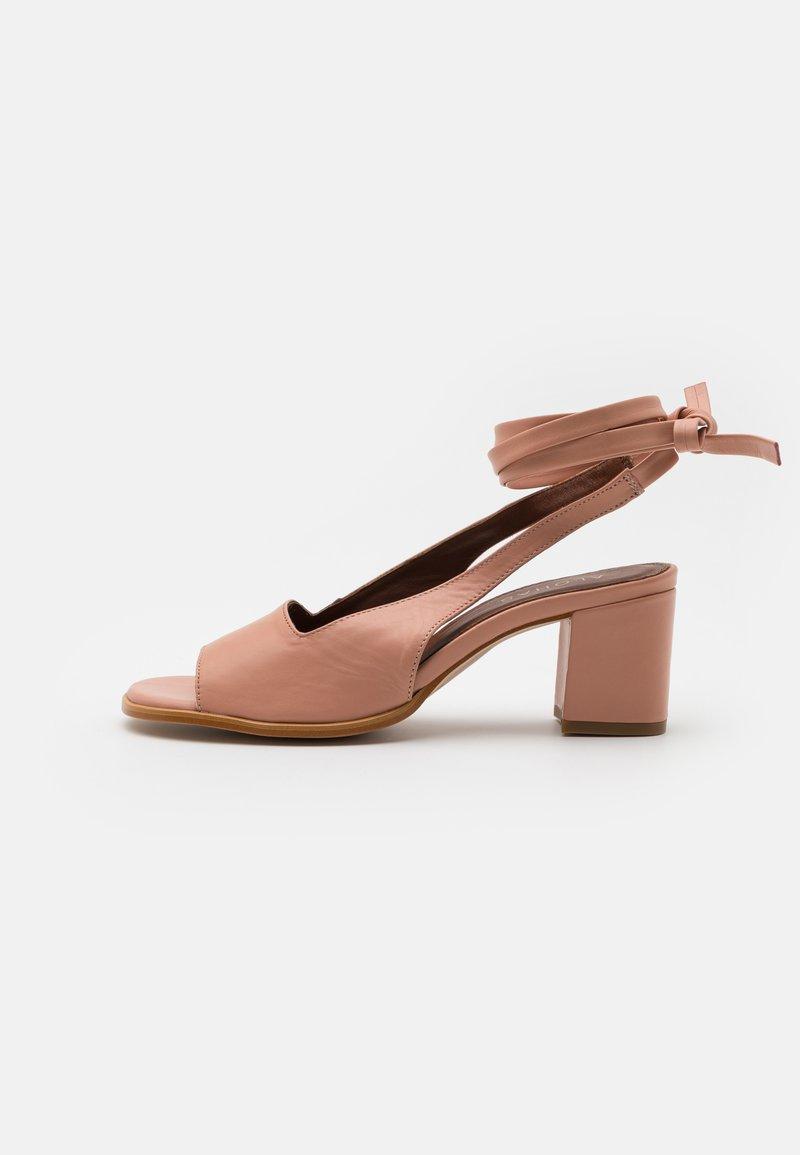 ALOHAS - LILLE - Klassieke pumps - pinks