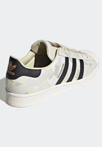 adidas Originals - SUPERSTAR SHOES - Baskets basses - white - 4
