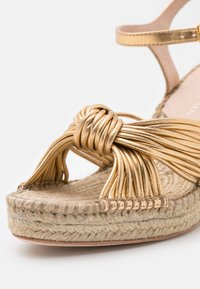 Loeffler Randall - PRIYA - Sandály na platformě - gold - 6